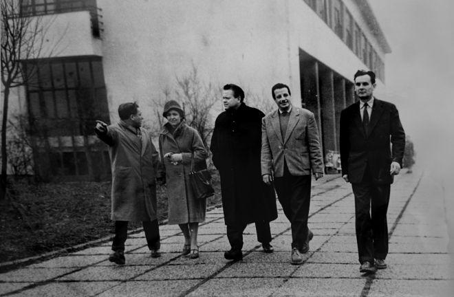 Orson Welles in front of Studio 3 in JADRAN FILM